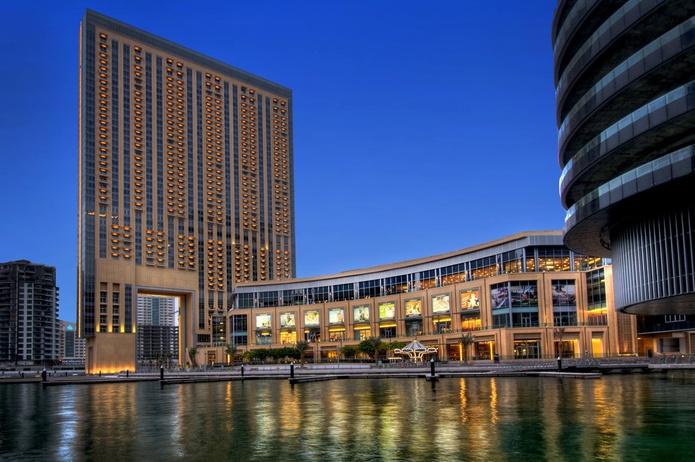 Dubai Marina Mall exterior