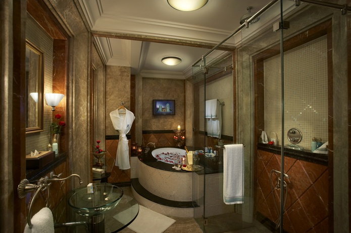 Habtoor Grand Resort Master Bathroom