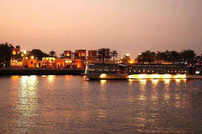 Bateaux Dubai Dinner Cruise – Dubai Creek