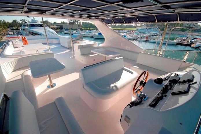 86 ft yacht flybridge