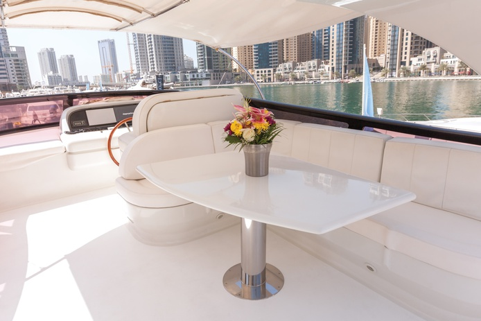 84 FT Yacht flybridge
