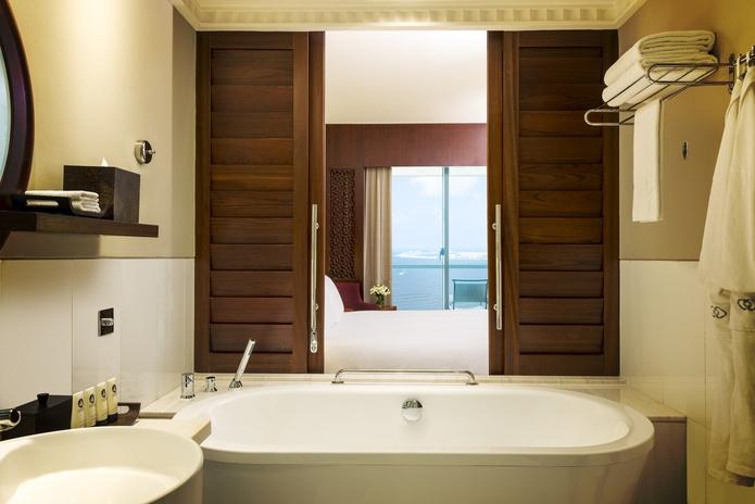 Sofitel Dubai Jumeirah Beach luxury room bathroom