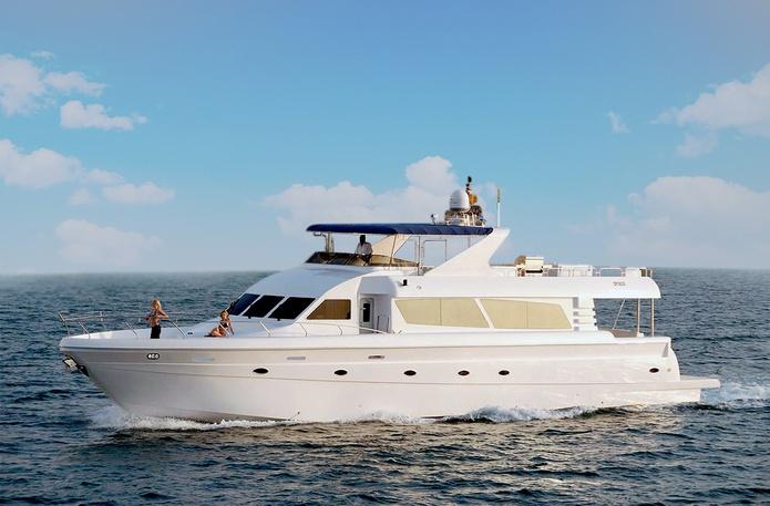86 ft luxury yacht in Dubai