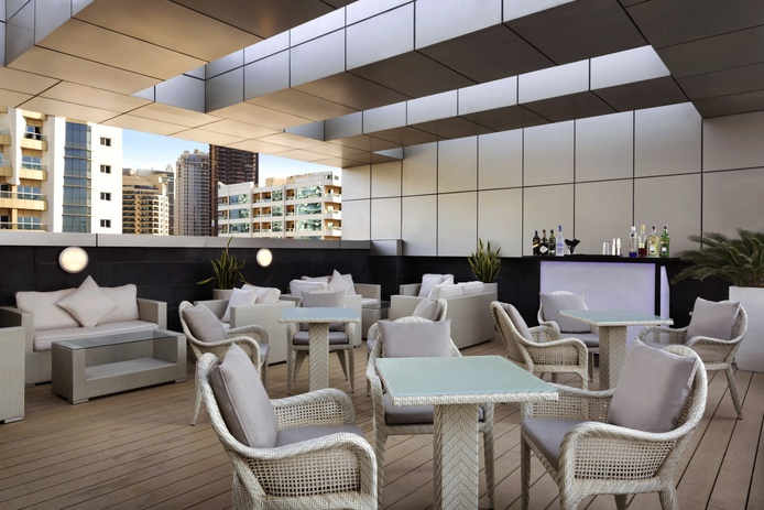 Chillz outdoor bar with Dubai Marina view