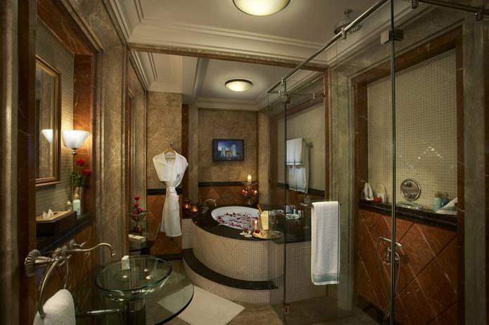 Habtoor Grand Beach Resort bathroom