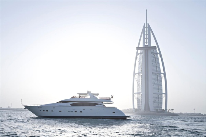 84 FT Yacht with the Burj al-Arab