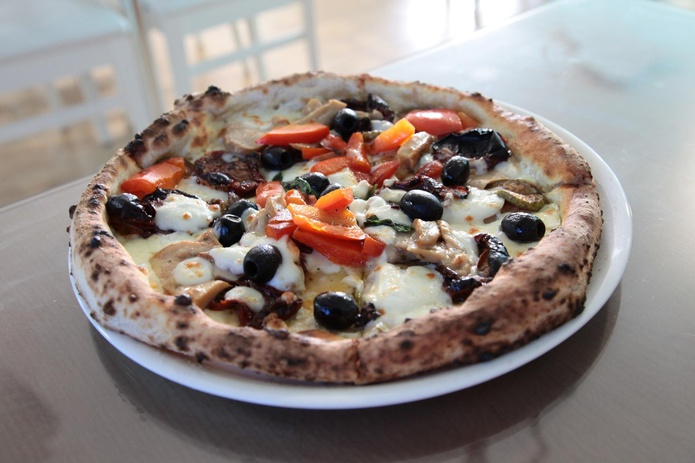 Oven baked pizza at Angelo Naturalmente Italiano