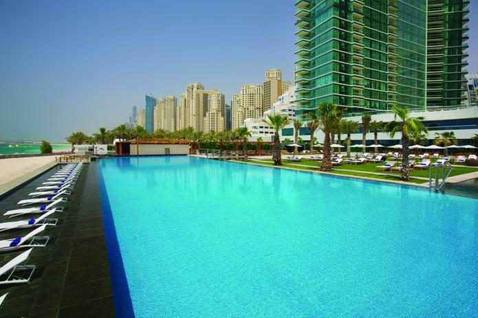 DoubleTree by Hilton Hotel infinity pool