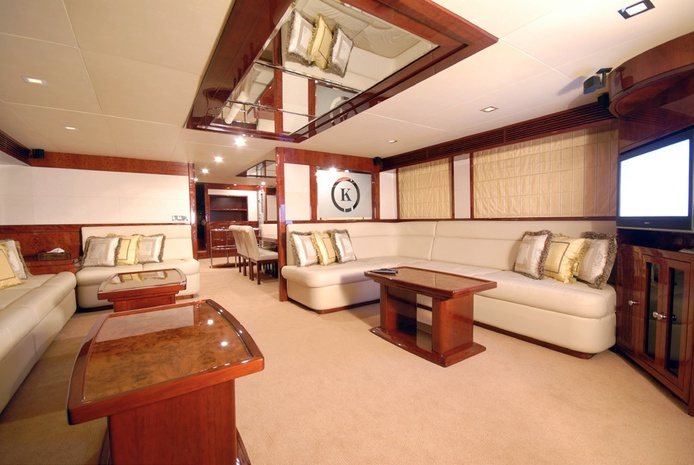 86 ft luxurious interior