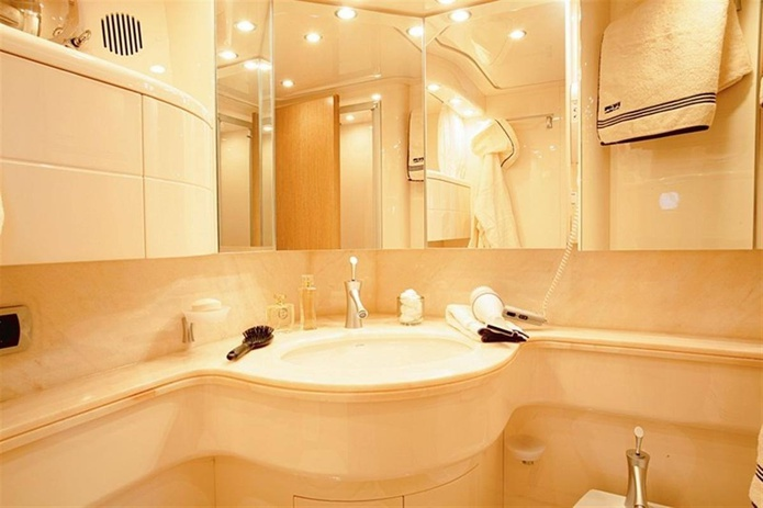 Maiora yacht bathroom
