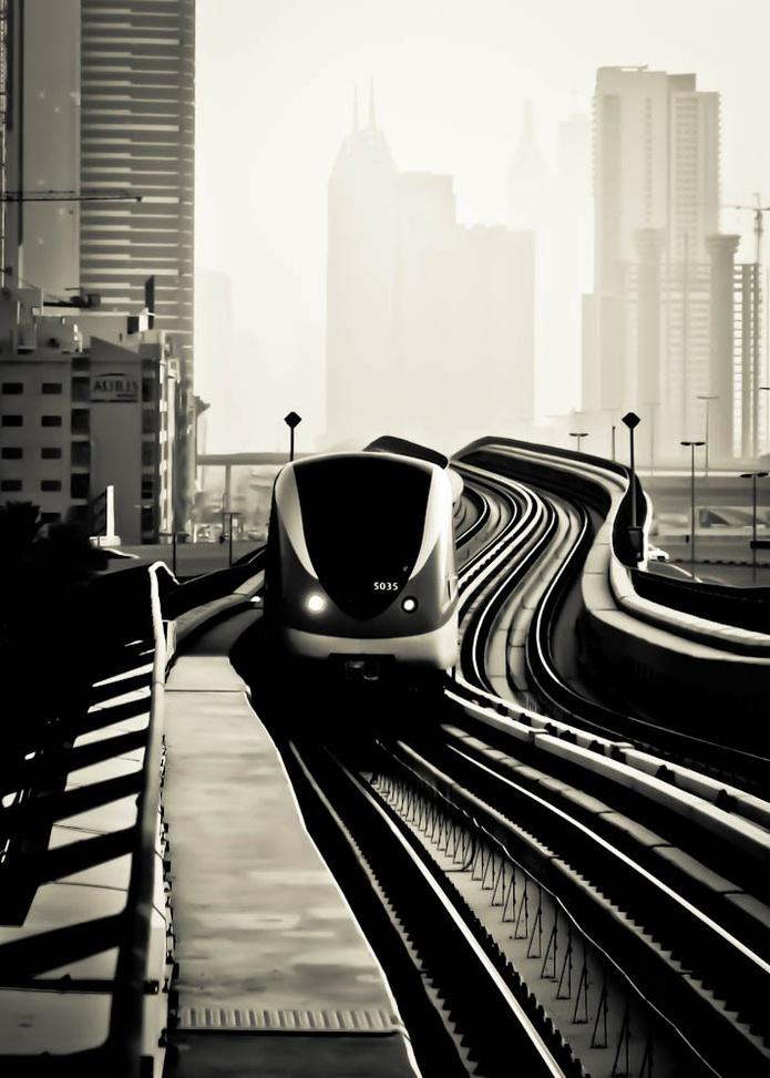 Dubai metro arriving