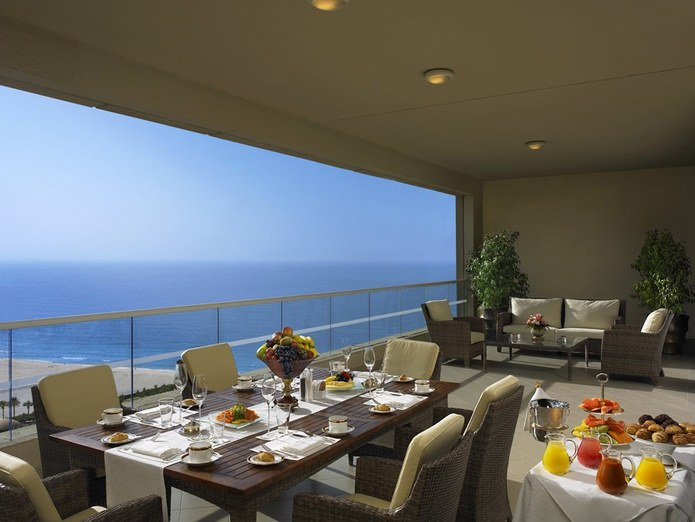 Dining with sea view