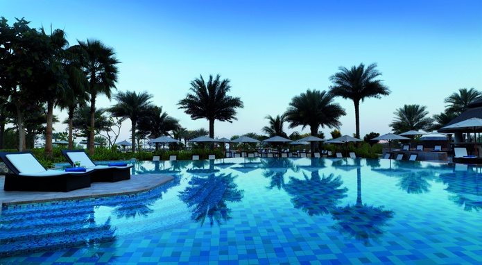 The Ritz-Carlton Dubai swimming pool