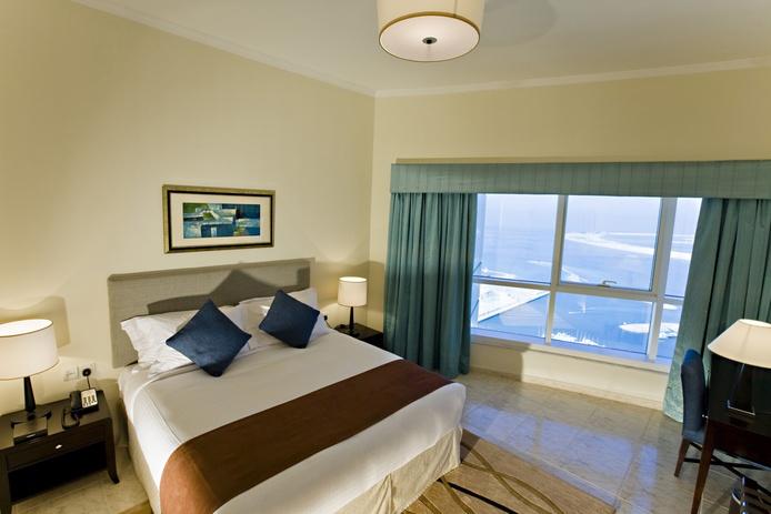 Dubai Marriott Harbour Hotel and Suites bedroom