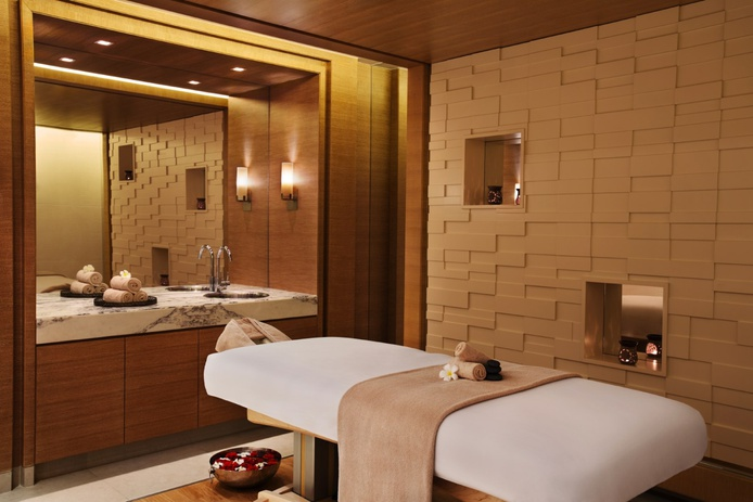 DoubleTree by Hilton Hotel spa massage room
